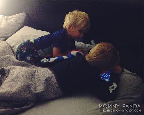 mommy-panda-blog-currently-brothers-watching-kindle
